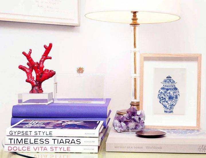 Cómoda decorado con Lámina Jarrón chino azul de Elena Calonje
